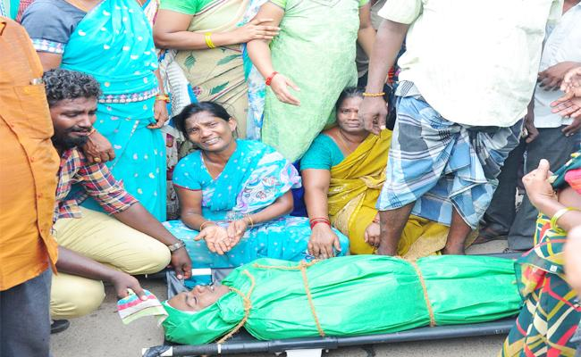 Police Wrong Statement on Young Death in PSR Nellore - Sakshi