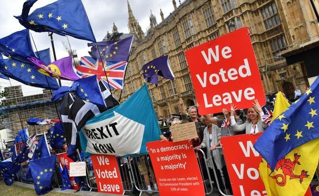 Karan Thapar Writes Guest Column On Brexit Bill - Sakshi