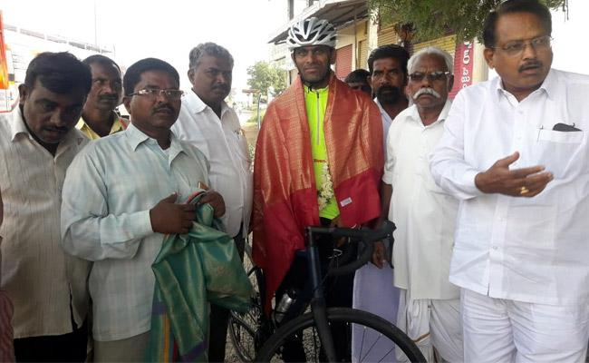 Cycling From Kashmir To Kanyakumari For Social Awareness - Sakshi