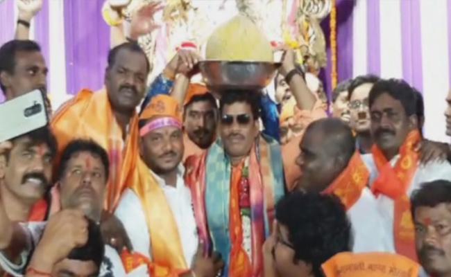 New Records Set At Ganpati Laddu - Sakshi
