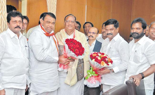 Gutha Sukender Reddy assumes charge as legislative council chairman - Sakshi