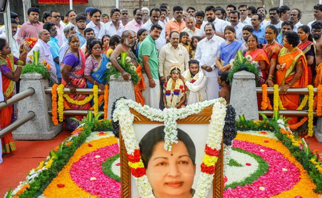 AIADMK Leader Decks Up Jayalalitha Samadhi As Wedding Venue for His Son - Sakshi