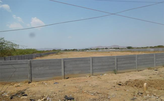 Kadir TDP Incharge Kandikunta Venkataprasad Land Occupied In Ananthapur - Sakshi