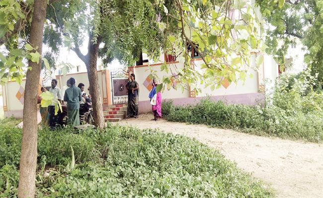 Money Robbery in Prakasam - Sakshi