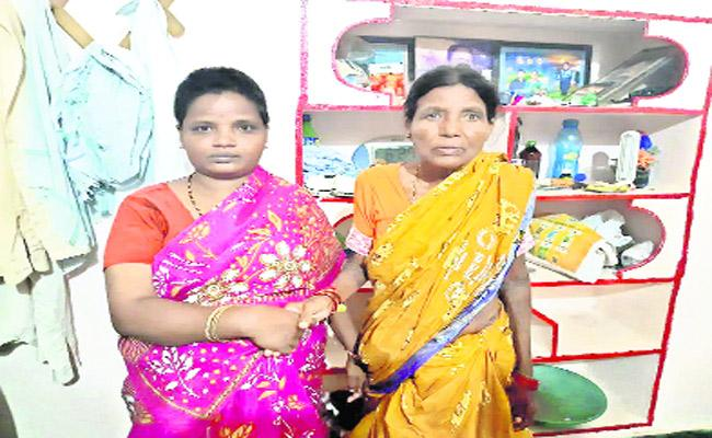 Mentally Ill Woman Came Back To Her Native After 12 Years In Nizamabad District - Sakshi