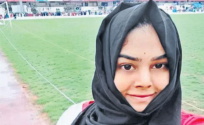 TV Reporter From Transgender Community in Kerala - Sakshi