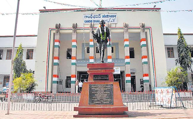 Internal Disputes In Telangana Congress And It Help To BJP - Sakshi