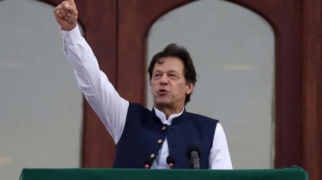 Pakistan PM Imran Khan Calls On Kashmiris To Take Up Arms - Sakshi