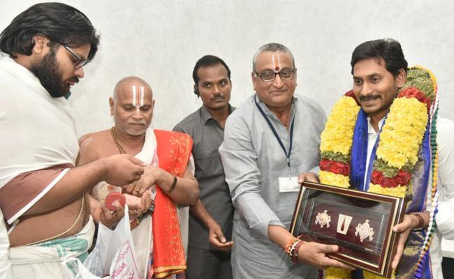 SVBC Chairman Prudhvi Raj Met AP CM YS Jagan - Sakshi