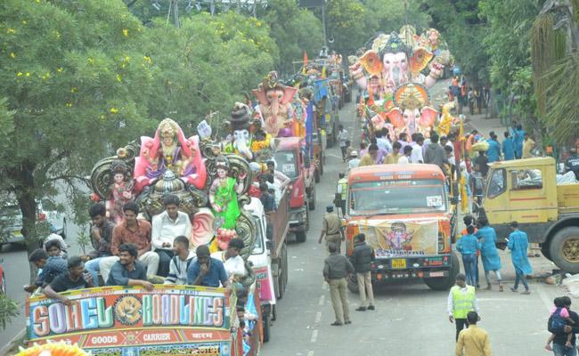 Vinayaka Nimajjanam Continues In Hyderabad Heavy Traffic Jam - Sakshi