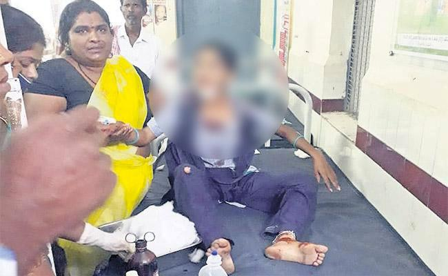 Auto Driver Abuses Girl Student In Rangareddy - Sakshi