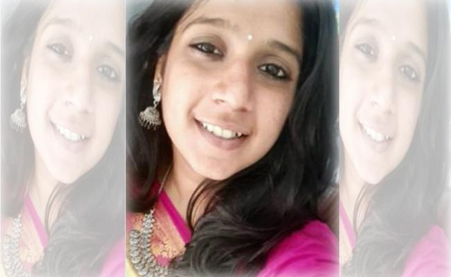 Wedding Banner Collapse Teen Died in Scooty Accident Tamil Nadu - Sakshi