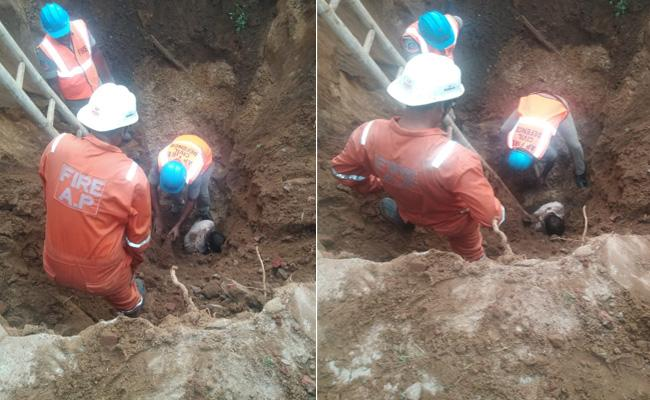 Two Workers Killed Well Accident In Kakinada - Sakshi