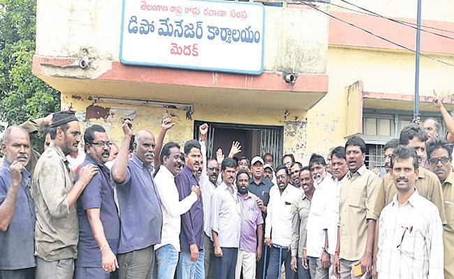Medak RTC Workers Protests Against Medak Depo Manager - Sakshi