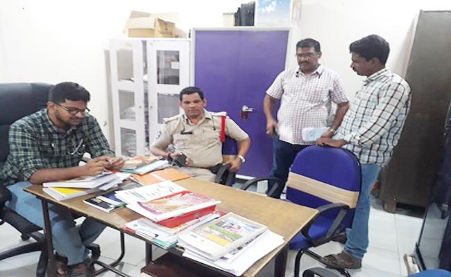 Man Attempted Murder Father in law At Srikakulam - Sakshi