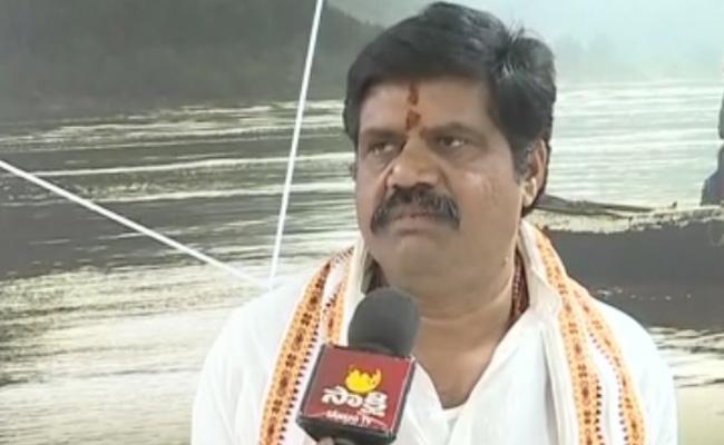 YSRCP Ministers Lashes Out At Pawan Kalyan  - Sakshi