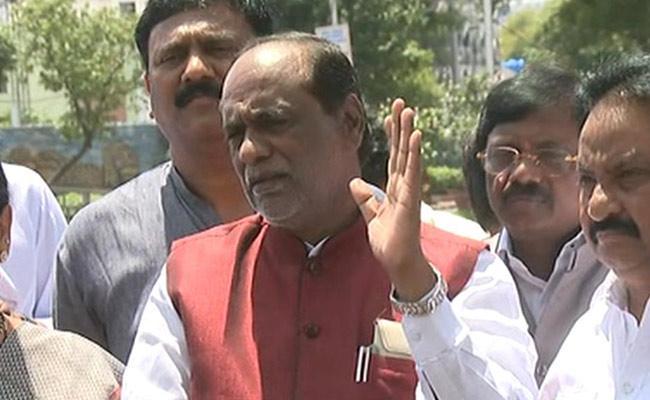 BJP Leader Laxman Slams KCR Over Telangana Liberation Day - Sakshi