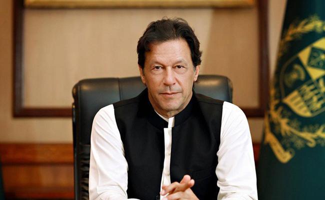 Pakistan PM Imran Khan hits out at India over curbs in Kashmir - Sakshi