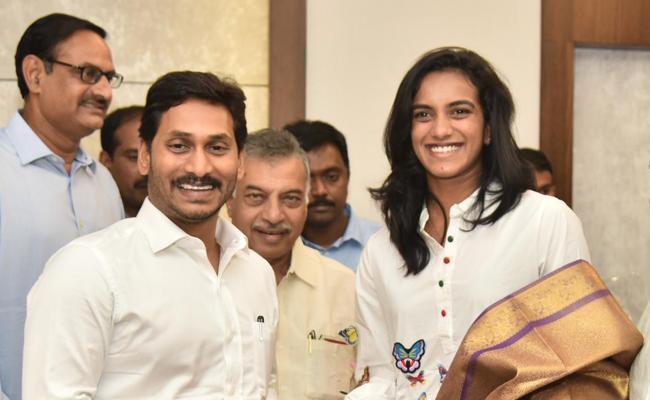 PV Sindhu meets CM YS Jagan Mohan Reddy in Amaravati - Sakshi