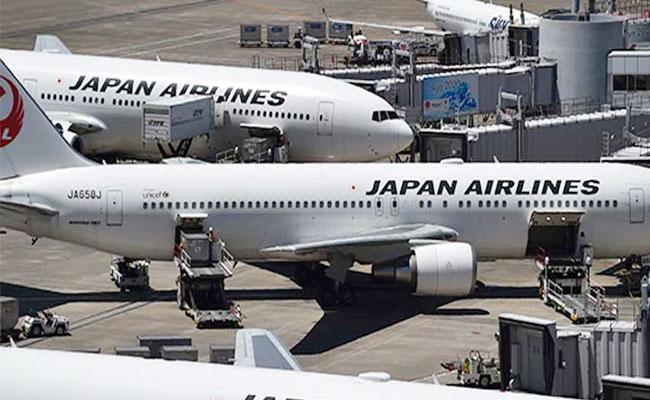 US Fines Japan Airlines 3 Lakh Dollars Over Flight Delays - Sakshi