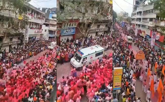 Devotees Making way for an Ambulance during Ganesh Visarjan, Viral Video - Sakshi