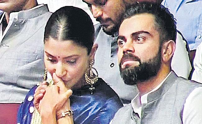 Anushka Sharma kisses Virat Kohli's hand as he misses father at Delhi event - Sakshi