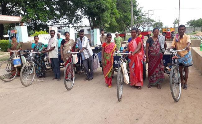 Swaccha Bharat Green Ambassadors Not Getting Salaries From 7 Months In Kadapa - Sakshi