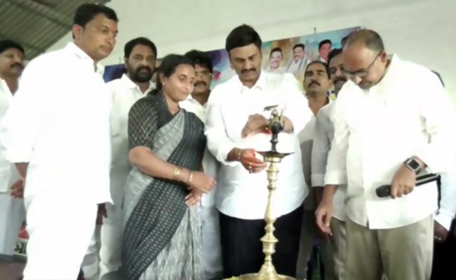 Womens Handicraft Seminar Begins In West Godavari - Sakshi
