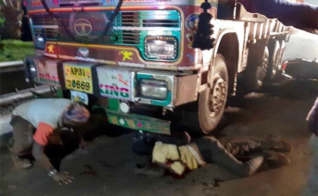Man Died In Road Accident In Visakhapatnam - Sakshi