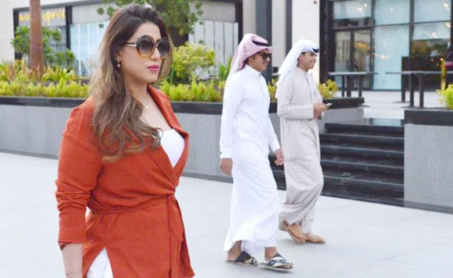Saudi Woman Walks Through Mall Without Customary Abaya Then What Happen - Sakshi