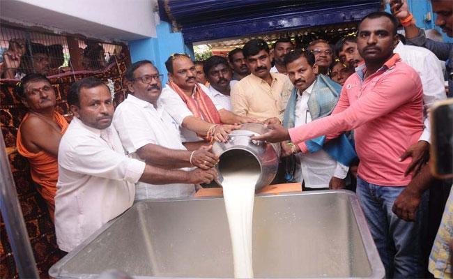 YSRCP Minister Malagundla Shankaranarayana Slam On Chandrababu Naidu - Sakshi