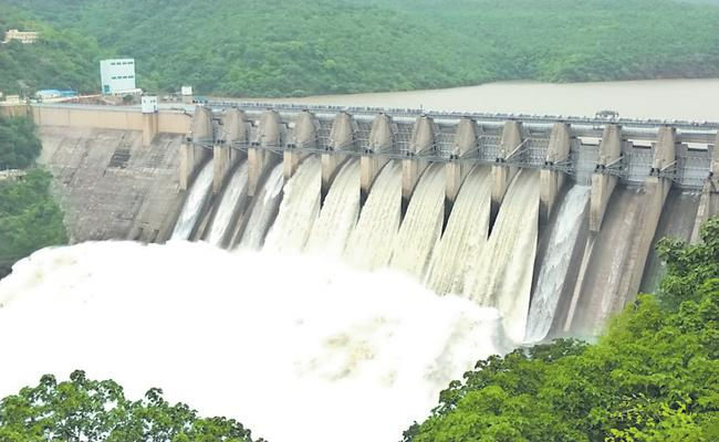 3000 TMC Water Flows Into Bay Of Bengal - Sakshi