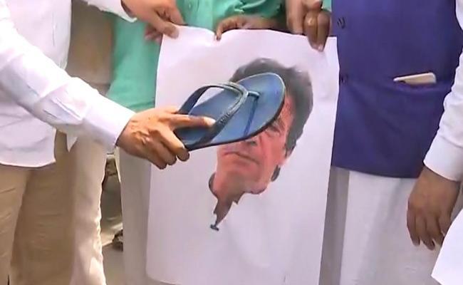 In Vijayawada Muslims Conduct Protest Against Imran Khan - Sakshi