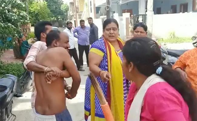 Wife Caught Husband With Lover In Hyderabad - Sakshi