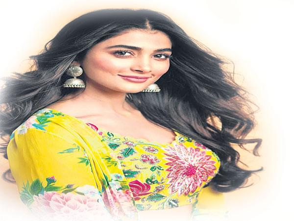Pooja Hegde Reveals Unknown Facts About Her Entry in DJ - Sakshi