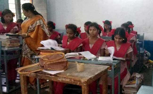 Sarva Shiksha Abhiyan Neglect To Provide Cosmetic Charges To Students - Sakshi