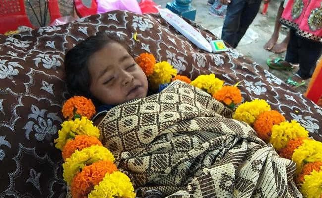 Child Died With Dengue In Tuni - Sakshi