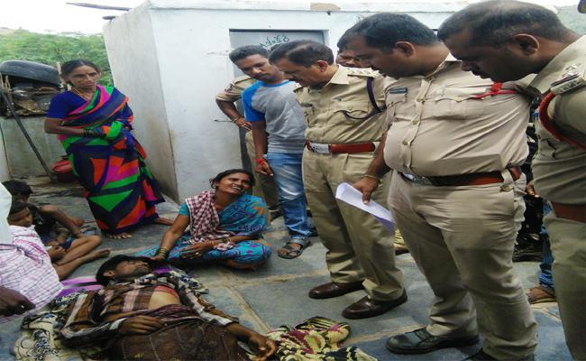 Person Brutally Murdered In Banaganapalli In Kurnool - Sakshi