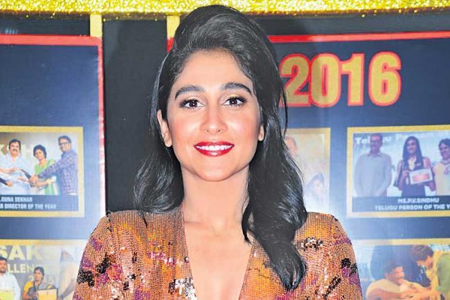 Regina in negative role in Vishal next movie - Sakshi