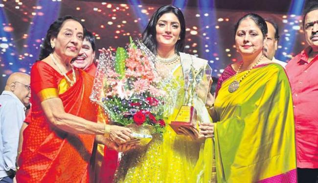 Lifetime achievement award for jamuna - Sakshi