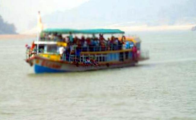 Boat Capsize Tragedies In Godavari River - Sakshi