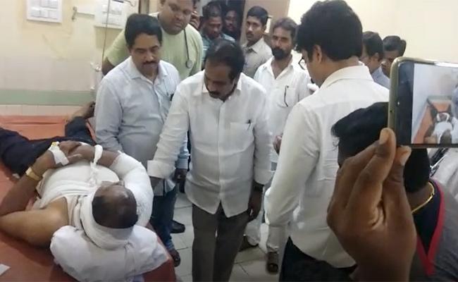 Godavari Boat Accident: Ministers Consoles Victims In Rampachodavaram Hospital - Sakshi