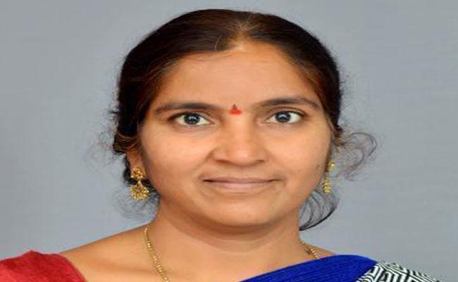 Pragati Bhavan Security Didnt Allow Padma Devender Reddy  - Sakshi