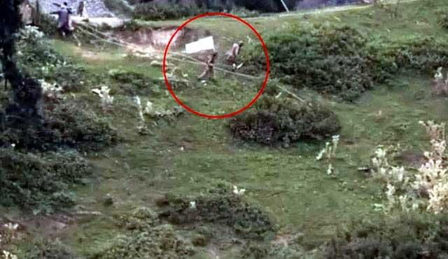 Pakistan Army raises white flag at LoC to recover bodies of its soldiers - Sakshi