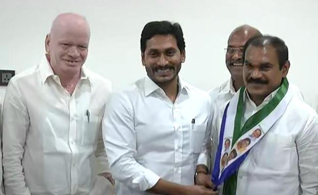 Former MLA Thota Trimurthulu Joins In YSRCP - Sakshi