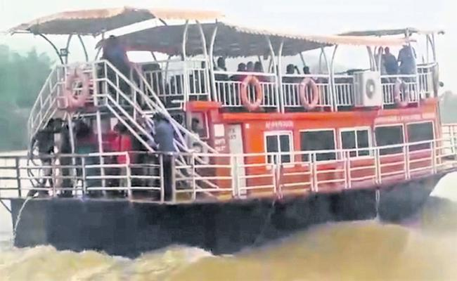 100 people was dead in last 30 years in Boat Capsizes - Sakshi
