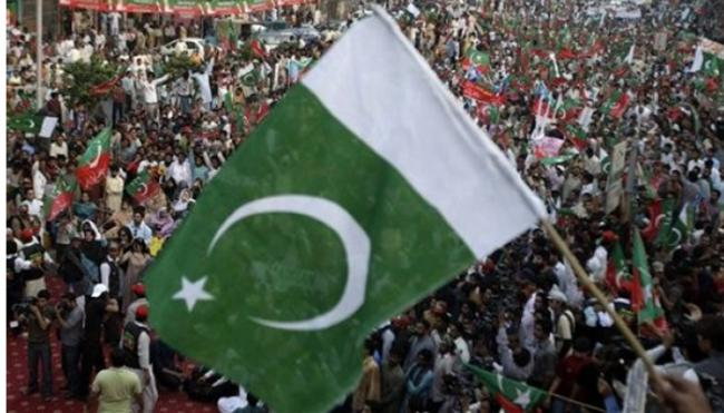 Hindu temples, houses attacked in Pakistan - Sakshi