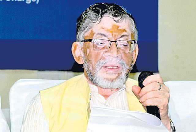 Labour minister Santosh Gangwar on unemployment on controversal diologues - Sakshi
