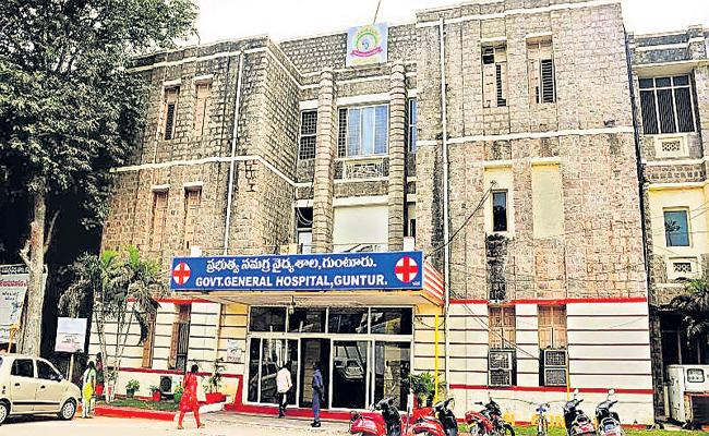 Explanation of Expert Committee about Govt Medical Treatment - Sakshi