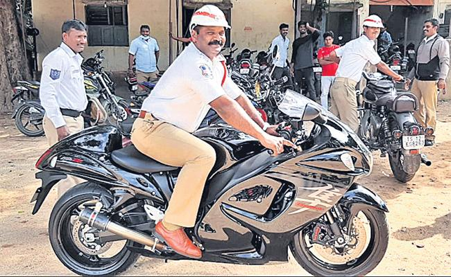 Hyderabad Traffic Police Special Drive on Bike Race - Sakshi